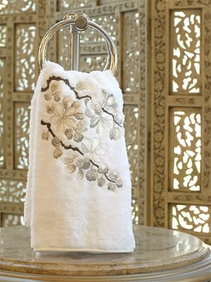 anali guest towels blossom in pewter on white terry
